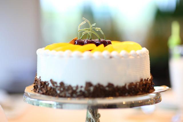 Adult birthday ideas of pineapple cake